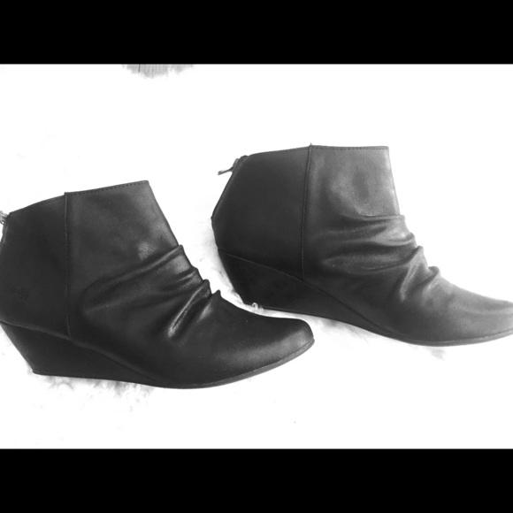 blowfish black wedge booties